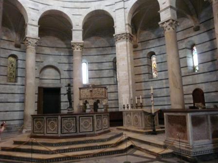 Baptistère, Pise, Intérieur